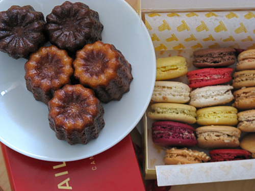 http://loveapples.typepad.com/love_apples/images/2008/08/24/caneles_macarons.jpg